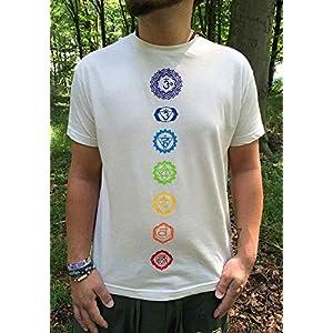 Creme-weißes Chakra T-Shirt für Yoga, Meditation mit den 7 Chakren in Regenbogenfarben