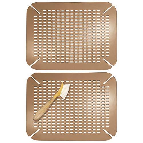 mDesign Juego de 2 escurreplatos adaptables para cocina – Protector de fregadero grande de plástico sin BPA – Práctica alfombrilla protectora de platos y vasos con diseño de rejilla – marrón