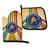 Stef 1 Fiaya Star Trek Federation of Planets Waterproof Polyester Fabric Set of Oven Mitt (7.5 Inch by 11 Inch) and Pot Holder (8 Inch by 8 Inch).