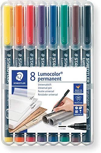 STAEDTLER 317 WP8 Lumocolor Universalstift (permanent, schnelltrocknend, wisch- und wasserfest, nachfüllbar, Strichbreite M- Medium) 8 farblich sortierte Universalstifte in aufstellbarer STAEDTLER Box