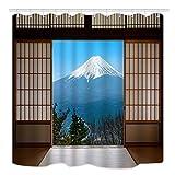 EdCott Schneedecke Berges. Fuji in Japan kann durch traditionelle Holztür gesehen Werden. Zimmer ist dekoriert. Haus ist leicht zu reinigen. Duschvorhang ist für Badezimmer geeignet
