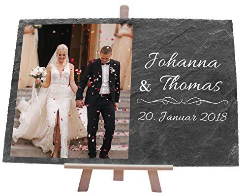 wandmotiv24 Schiefertafel Hochzeit mit Staffelei, Personalisierbar Digitaldruck Farb-Foto + Vornamen + Datum, Querformat 30x20cm, Hochzeitsgeschenk, Geschenkidee Brautpaare, Verlobung