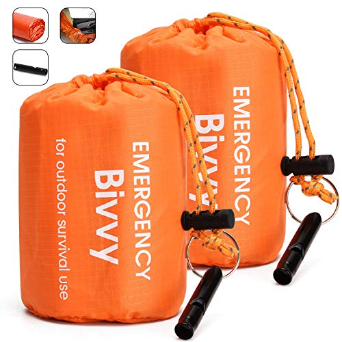 TOBWOLF 2 STÜCKE Notfall Schlafsäcke Leichte Life Biwaksäcke mit 1 Pfeife, Orange, Mylar Emergency Bivy Survival Rettungsdecke, wasserdichte Winddichte Outdoor-Thermoschlafsäcke