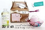 Caja con Maxi Cupcake (1 body de ALGODÓN de marca + 1 pañal DODOT) y Aceite de Almendra Dulce marca NATURTIERRA (250 ml)   Disponible Versión para Niñas, Niños, Unisex
