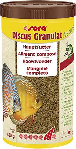 Sera Discus granulaat een hoofdvoering voor alle discusvissen of discus met prebiotica voor verbeterde voederrecycling, lagere waterbelasting en minder algen in het aquarium.