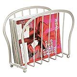mDesign Revistero de suelo – Elegante cesta de metal para el baño o la oficina – Soporte para periódicos libros, tablets, etc.