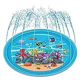 Questo splash pad per bambini colerà e fluirà nel mezzo, formando una mini piscina per gli spruzzi, che rilascerà i vostri animali domestici e il calore estivo dei bambini. Inserisci il tubo da giardino o il tubo in PVC e devi solo regolare la pressi...