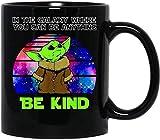 Ba-by yo-da In The Galaxy Where You Can Be Anything Be Kind Mug con manico, tazza da caffè riutilizzabile in ceramica isolata, tazza da viaggio per caffè