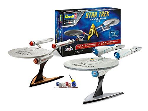 Revell Modellbausatz Star Trek - Geschenkset, Jubiläumsset mit 2 Stück U.S.S. Enterprise NCC 1701 im Maßstab 1:500 & 1:600, Level 4, originalgetreue Nachbildung mit vielen Details, Geschenkset mit Basiszubehör, 05721