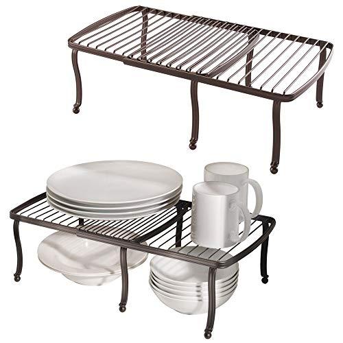 mDesign 2er-Set Regaleinsatz für den Küchenschrank – verstellbare Geschirrablage aus Metall für mehr Abstellfläche – Rutschfester Schrankeinsatz zum Ausziehen – bronzefarben