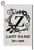 Corona de hojas personalizada, monograma 'M', bandera de jardín pequeña, vertical, de doble cara, 30 x 45 cm, apellido personalizado de arpillera, patio, decoración al aire libre, regalo de boda