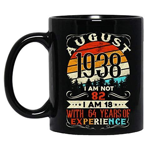 Vintage Nacido en agosto de 1938 Celebración de cumpleaños No tengo 82 años Tengo 18 años Con 64 años de experiencia Taza de cerámica Tazas de café gráficas Tazas negras Tapas de té Novedad personaliz