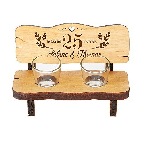 Schnapsbank mit zwei Schnapsgläsern – Geschenk zur Silberhochzeit mit individueller Gravur – Personalisiert mit [Wunschnamen] und [Datum] – Kleine Hochzeitsbank aus Erlenholz –Hochzeitsgeschenk