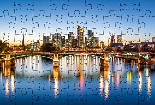 Puzzle-Postkarte Frankfurt am Main (Kultur erleben im GMEINER-Verlag): Motiv: Syline mit Main und Brücke im Vordergrund