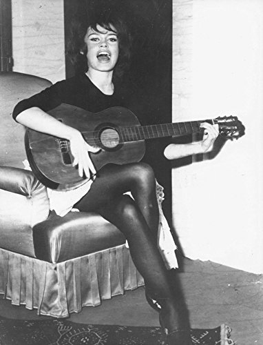 Celebrity Photos Brigitte Bardot Playing a Guitar and Singing Photo Print (60,96 x 76,20 cm)