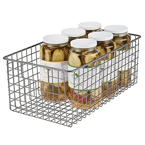 mDesign Cesta de almacenaje multiusos – Compacta cesta organizadora de metal con asas – Organizador de armarios de alambre para la cocina, el baño, la oficina y otras zonas – gris