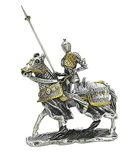 Cavaliere medievale del torneo montato del XVI secolo con lancia