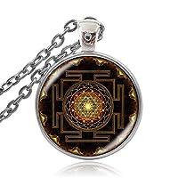 仏教スリヤントラジュエリーペンダント神聖幾何学ネックレスガラスジュエリー曼荼羅仏教ネックレス女性ジュエリー