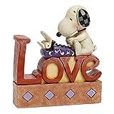 Peanuts by Jim Shore Statuetta, Immagine di Snoopy Che scrive Lettere d'Amore (Scritta Love)