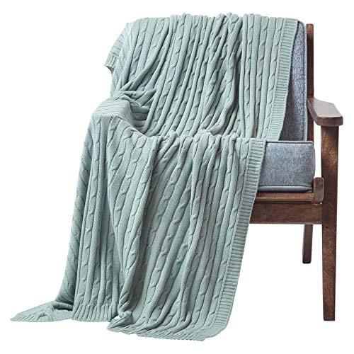 Homescapes gestrickte Tagesdecke, Blaue Wohndecke 130 x 170 cm, Strickdecke aus 100prozent Baumwolle mit Zopfmuster, perfekt als Sofaüberwurf, Kuscheldecke, Plaid oder Babydecke, helles türkis
