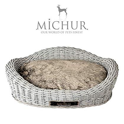 Michur Mary, (ca.): 70x50 cm Seitenhöhe: 18 cm, Rückenhöhe: 23 cm, Einstiegshöhe: 13 cm (Kissen: 58 cm x 38 cm) Hundebett / Hundekorb Weide Grau. Das Modell Mary ist aus Weide – geflecht gefertigt. Zu jedem Körbchen wird ein Kissen geliefert. Michur ...