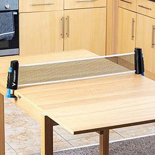 Vermont Portabelt Bordtennisnät | Förvandla matbord och skrivbord till pingisbord | Inomhus & Utomhus | Justerbart Ping-Pong nät | Välj till Bordtennisracket & Bollar (Nät & Stolpar + Racket & Bollar)