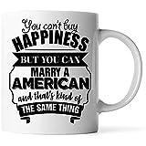 Tazas: el mejor regalo divertido de San Valentín para la esposa del esposo es una taza de café blanca estadounidense de 11 oz No puedes comprar la felicidad pero puedes casarte con un estadounidense