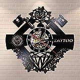 QIANGTOU Nombre Personalizado Silent Vinyl Record Wall Clcok Tattoo Studio Sign Tatuaje Tienda de Tatuajes Máquina de Tatuajes Decoración de la Pared Hipster Hombres Regalo
