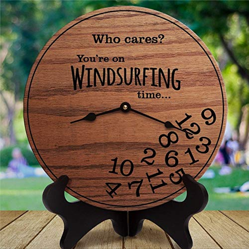 Flowershave357 Reloj de pared de madera, divertido regalo de windsurf, con texto en inglés 'Who Cares You're On Windsurfing Time' (25 cm), diseño rústico toscano