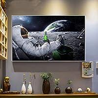 """グラフィティアートプリント面白いキャンバス絵画宇宙飛行士宇宙空間でリラックス月を飲むビールの壁の写真リビングルーム用のHDプリントポスター70x90cm / 27.6""""x35.4"""" フレームなし"""