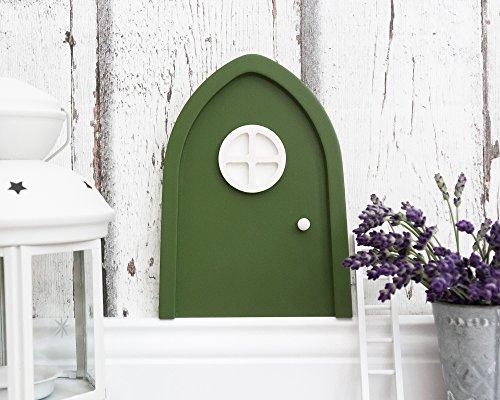 Grüne Wichteltür fürs Kinderzimmer mit Leuchteffekt im Türfenster