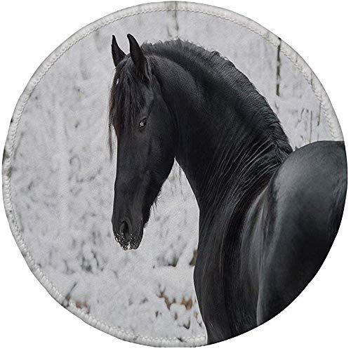 Rubber Ronde muismat, Paardensport Decor, Zwart Friese Sport Paard Portret op Sneeuwachtige Winter Achtergrond Nieuwigheid Afbeelding, Wit