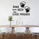 Amistad Cita Etiqueta de la pared Beber buena cerveza con buenos amigos Sentense Calcomanías Cocina Comedor Vino Pub Vinilo Decoración-42x33cm