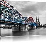 schöne Hohenzollernbrücke mit Kölner Dom schwarz/weiß