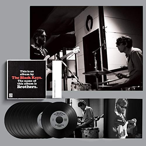 The Black Keys - Brothers (Deluxe Remastered Anniversary Edition) Box: 9 Singles Vinilo 7' + Libro 60 Páginas