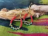 Pendientes boho tamaño medio con cuentas o mostacillas de colores. Aretes colgantes en forma de gota hechos con cuentas japonesas de cristal