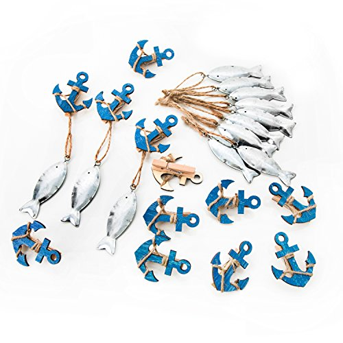Logbuch-Verlag juego de 24 piezas marítimas - 12 colgantes en formo de pezes argénteos + 12 pinzas de madera mini anclas azul - decoración de mesa - comunión bautismo boda