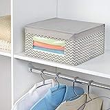 mDesign 4er-Set Stoffbox – Aufbewahrungsbox aus Stoff mit Zick-Zack-Muster – ideal zur Ablage von Kleidung, Decken, Accessoires und als Schrankbox – Aufbewahrungskiste mit praktischem Deckel – taupe - 3
