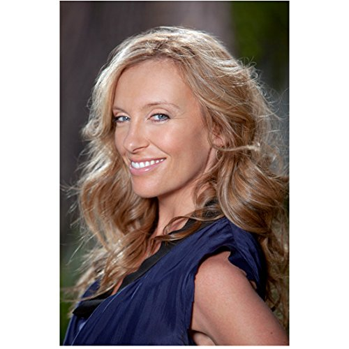 Toni Collette 8 inch x 10 inch Photograph United States of Tara (TV Series 2009 - 2011) Beautiful Smile Body Facing Right Pose 1 kn