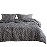 Wake In Cloud - Gray Comforter Set, Chevron Herringbone Geometric Modern Pattern Printed on Grey, 100% Cotton Fabric with Soft Microfiber Inner Fill Bedding (3pcs, Queen Size)