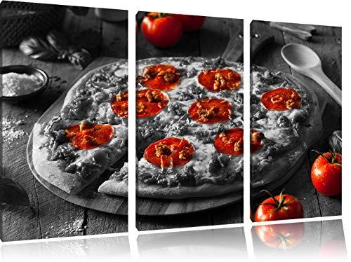 Pepperoni pizza vers uit de ovenFoto Canvas 3 deel | Maat: 120x80 cm | Wanddecoraties | Kunstdruk | Volledig gemonteerd