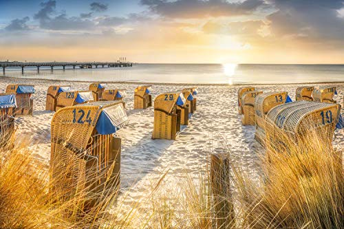 Voss Fine Art Photography Leinwandbild 75 x 50 cm. Strandkoerbe am Strand von Scharbeutz zum Sonnenaufgang. Foto als Leinwand Wandbild.