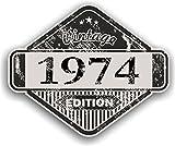 Distressed envejecido Vintage 1974Edition Classic Retro vinilo coche moto Cafe Racer Casco Adhesivo Insignia 85x 70mm
