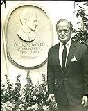 British Wartime pilot Douglas Bader unveiling 'Ivor Novello' - Placa decorativa con texto 'Vintage Press Foto
