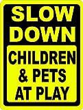 AQF527907rallentare bambini e animali at Play Sign novità alluminio metallo segni vintage Outdoor yard segni di sicurezza segnale di pericolo segno placca 20,3x 30,5cm Keep vicino velocità lenta