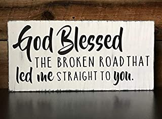 Vontuxe Farmhouse Decor Wood Sign God Blessed The Broken Road That Led Me Straight to You - Handpainted Distressed Wood/Pallet Sign