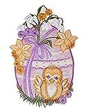 Zauberhaftes Fensterbild 16x24 cm + Saugnapf PLAUENER Stickerei ® Ostern Spitze Osterei mit Küken Flieder Spitzenbild