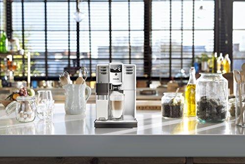 Philips Serie 5000 EP5365/10 Macchina Automatica da caffè, con Macine in Ceramica, Filtro AquaClean, Caraffa Latte Integrata, Acciaio Inossidabile, Argento
