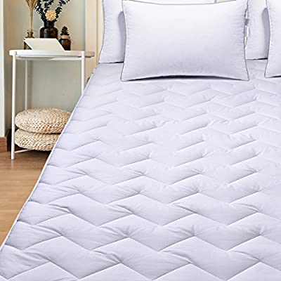 """Famome Quilted Fitted Mattress Pads Cover Twin Queen King - Down Alternative Bed Mattress Topper - Stretches to 18"""" Deep Packet"""