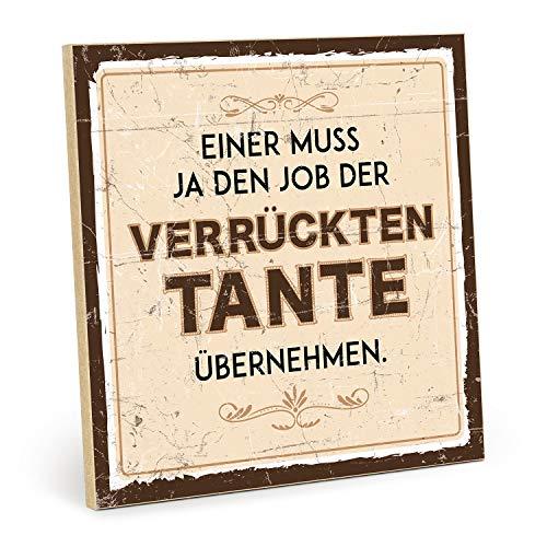 TypeStoff Holzschild mit Spruch – Einer MUSS JA DEN Job DER VERRÜCKTEN Tante – im Vintage-Erscheinungsbild mit Zitat als Geschenk & Dekoration (Größe: 19,5 x 19,5 cm)